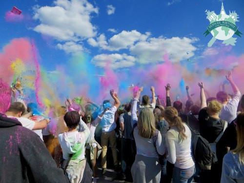 Holi Gaudy Festival Das indische Farbspiel in Europa